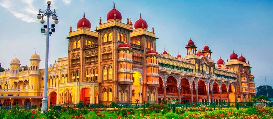 http://gosmartbricks.com/wp-content/uploads/2017/03/mysore-palace-architecture-wienerberger-India-1.jpeg