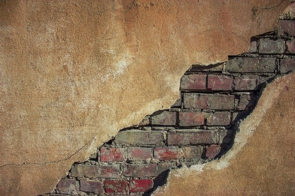 cracks in walls, wall problems, cracks in internal walls of house, internal wall cracks