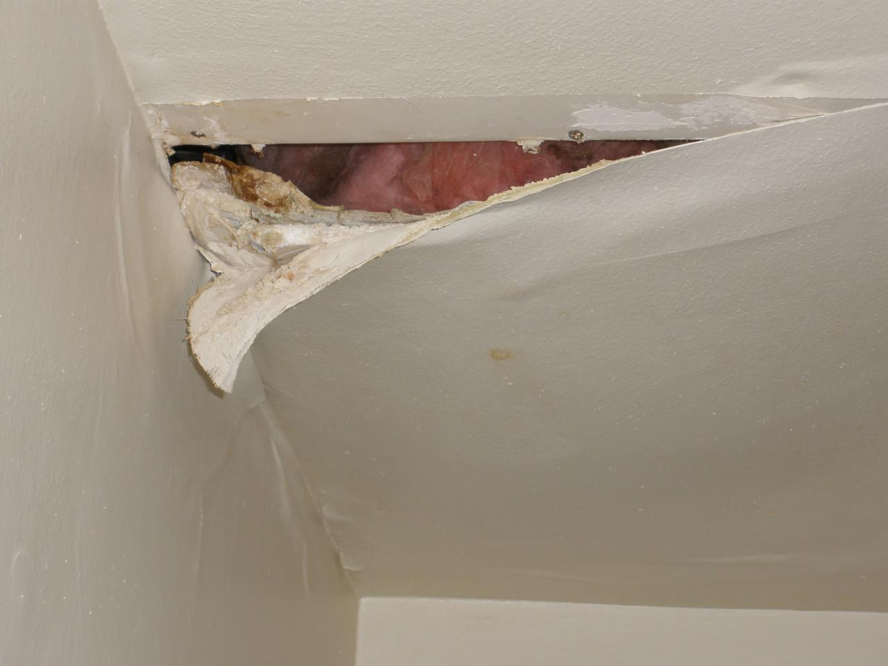 Leaking Roof How To Spot Causes Dangers And Tips